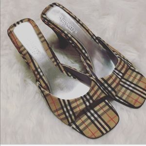 {Burberry's} vintage checkered sandals